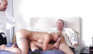blonde dobbel penetrasjon store pupper blowjob lingerie