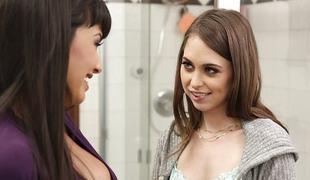 tenåring brunette lesbisk milf bad