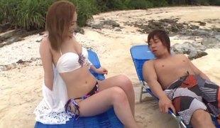 hardcore utendørs asiatisk bikini par