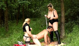 Hunky serf has a kinky threesome outdoors with BBW mistresses