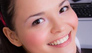 european tenåring brunette sjarmerende søt