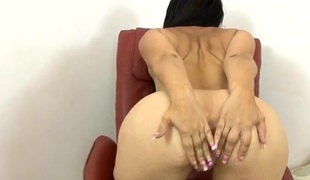 Obese booty mom with lengthy fingernails masturbates solo