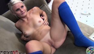 blonde pornostjerne strømper onani fingring