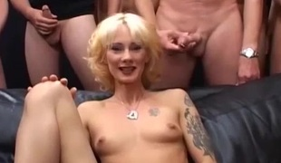 naturlige pupper blonde hardcore gangbang tatovering