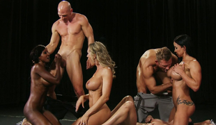 Sextractive hoe Brandi Love and her GFs acquire nailed by sexy guys