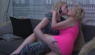 tenåring lesbisk kyssing mamma