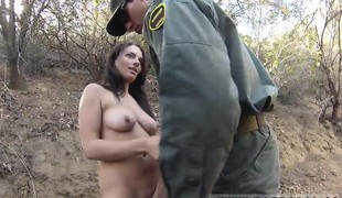 brunette babe utendørs blowjob uniform