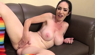 Voluptuous brunette Bella Maree surrenders her peach to a hard prick