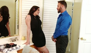 Juicy and thick Gracie Glam screwed bad in the bathroom
