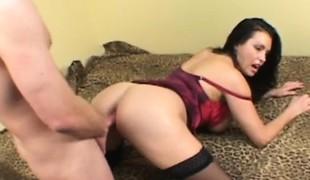 brunette store pupper blowjob lingerie strømper