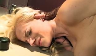 tenåring naturlige pupper brunette anal blonde