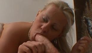 blonde tynn store naturlige pupper vill puling