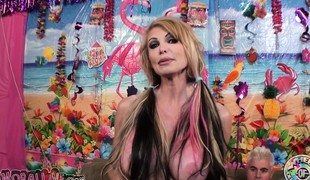 Busty mature Taylor Wane is still a hot fuck and good cocksucker