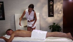 Masseuse gives him a handjob before riding his fat dong