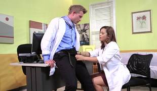 A brunette receives her pussy penetrated by her doctor in the video