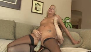 Payton Leigh with huge melons has lesbo sex of her lifetime with Nina Hartley