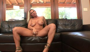 Big breasted milf hottie sucking and screwing in her wet cunt