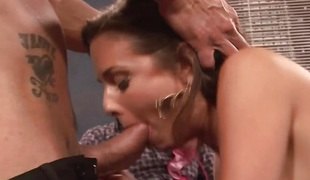 Milf Veronica Avluv stuffs her mouth with cock