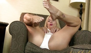 blonde solo moden foot fetish