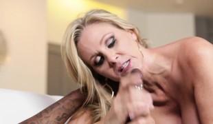 blonde milf blowjob lingerie sædsprut