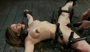 Hawt Yogi metal-bound in a split, meditates on pleasure and pain.