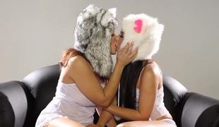 lesbisk kyssing