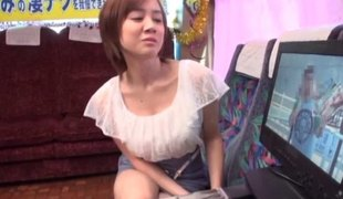Beauty on the bus gives him an erotic Japanese blowjob