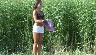 amatør tenåring naturlige pupper brunette utendørs