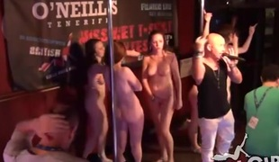 Hawt naked dancing with babes at a night club