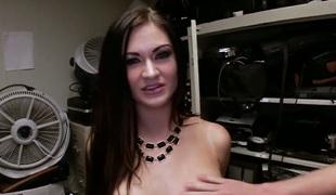 brunette stor rumpe hardcore pornostjerne blowjob